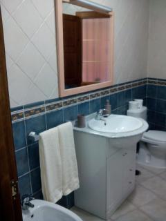 detalle lavabo y toallas