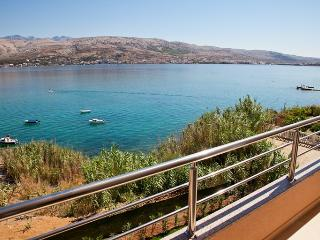 Modern Apartment -directly at the sea, Pag