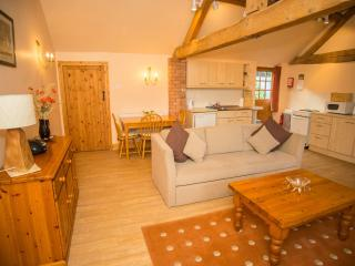 Silvermere Cottages- Kingfisher Barn, Wheaton Aston