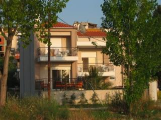 Comfortable 3-bedroom villa close to beach, Neos Marmaras