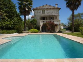 MOUGINS - Tasteful property with a large garden., Mougins