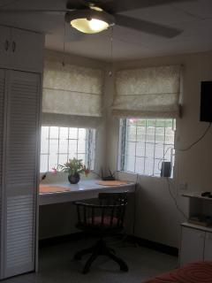 Studio - ceiling fan, airconditioner and dinning/desk unit