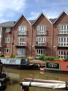 The House at Waters Edge, luxury Holiday Cottage, 3 bedroom, 3 bathroom, 2 parking, Chester City