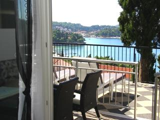 One-bedroom apartment with terrace and sunbeds, Cavtat