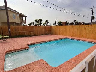 Reel'Em Inn, 3 bed/2bath, PRIVATE POOL, Sleeps 16, FREE GOLF CART, Port Aransas
