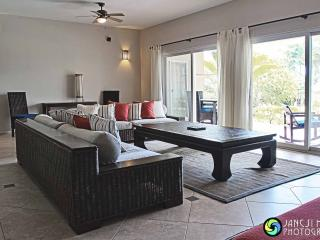 Very spacious 2 bedroom apartement beachfront, Cabarete