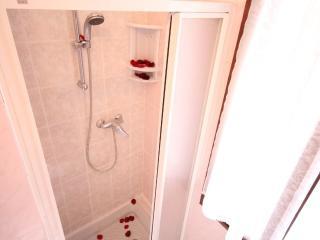 bagno doccia con finestra