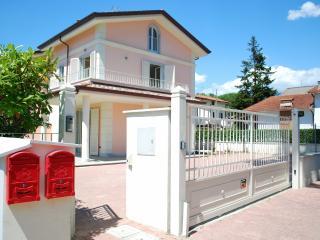 Villa Mare, Cinquale
