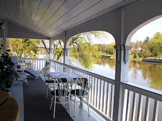 Riverside Cottage Suites(3 bdrm.)