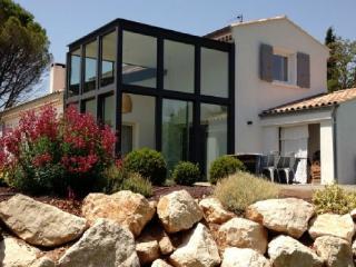 Wonderful 5 Bedroom Villa, Le Tholonet Holiday Home