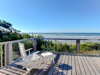 Quiet and secluded beachfront home with dramatic ocean views, grill, & firepit, Yachats