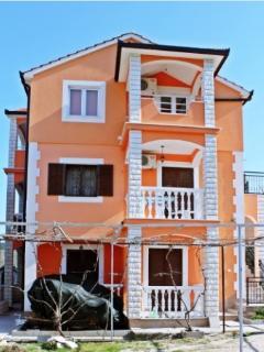Villa Brksi-Three bedroom apartment with terrace