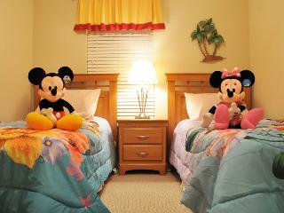 Disney 4 Bedroom Town home Just 6 Miles To Disney, Kissimmee