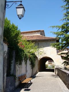 Aubeterre-sur-Dronne, a quaint passage