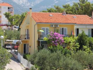 Baska Voda 6+1 persons Apartments Asja