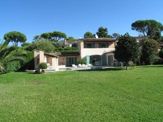 MOUGINS - villa in private domain., Mougins