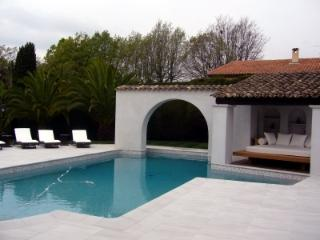 MOUGINS - villa in private domain.