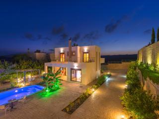 Paradise Villa sleeps up to 8, Afando