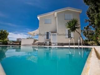 Villa Andri, 4 bed in Ayia Napa Centre with pool