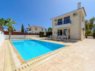 Zouvanis 3 bed villa with pool, satellite and WIFI