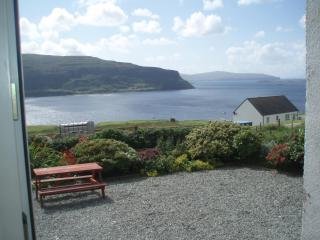FAMILY FRIENDLY SPACIOUS COTTAGE - AMAZING SEA VIEWS