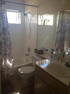Full bathroom between bedroom#2 and #3