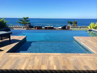 Beautiful Ocean Front House with Infinity Pool, Aguadilla
