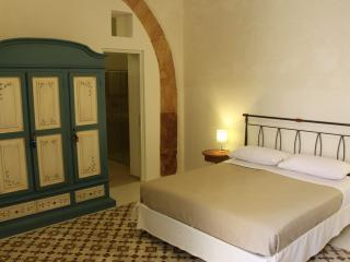 Camera matrimoniale con bagno, Marsala