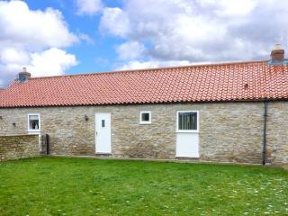 KEEPERS COTTAGE, single-storey, woodburner, enclosed patio, pet-friendly, near Thornton-le-Dale, Ref. 915764