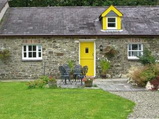 THE STABLE, pet-friendly, country holiday cottage, with a garden in Llandysul, New Quay