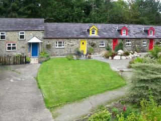THE STABLE, pet-friendly, country holiday cottage, with a garden in Llandysul, R