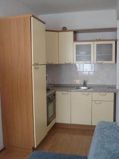 A1(2+2): kitchen