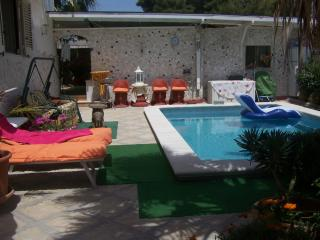 Cosy house with pool, Punta Prosciutto