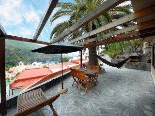 Apartments 300 m to the beach WIFI with palmtrees, Icod de los Vinos