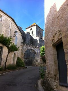 montée vers l'église Saint Sylvain (XII ème siècle) et vers la maison