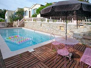 Seaside flat with terrace and pool, Antibes