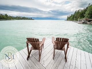 Incredible Lake front Cabin on Flathead Lake! Sleeps 6!, Lakeside