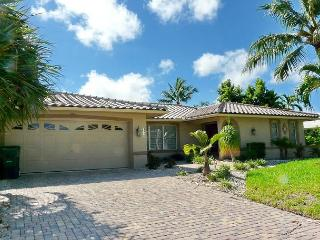 Waterfront home w/ two master suites & large, heated pool, Marco Island
