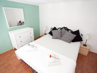 cozy opera dream 2 apartment from 10 euro ppn