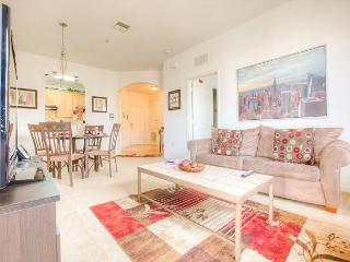 Gorgeous top-floor 3-bed, 2-bath condo only feet from the clubhouse and pool., Orlando