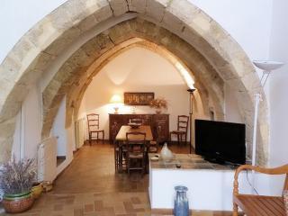 Enchanting historic house near Aix, Pelissanne