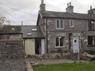 LIMESTONE COTTAGE, Levens, South Lakes