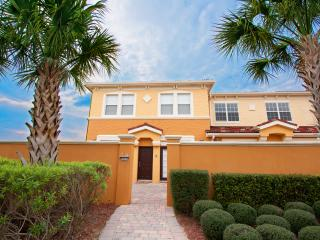 Upscale Vacation Villa minutes from Disney & Golf!, Davenport