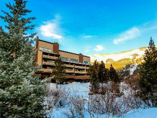 Three-bedroom condo with panoramic views & updated amenities, Copper Mountain
