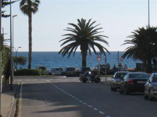 Charming 3-bedroom apartment 100 m from the sea