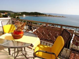 Modern Beach Apartment by the sea, center 300 m, Makarska