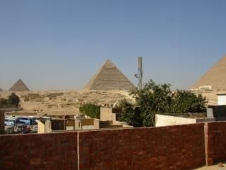 Pyramids View Apartment 2, Giza
