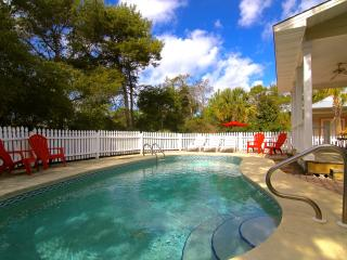 Steps to the Beach! Private Heated Pool! 3Bed2Bath, Destin