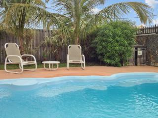 Fabulous flat with pool, near sea, Albion