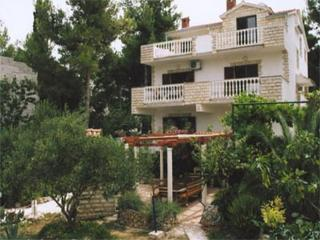 Apartments - Marina A1 Slatine, Arbanija